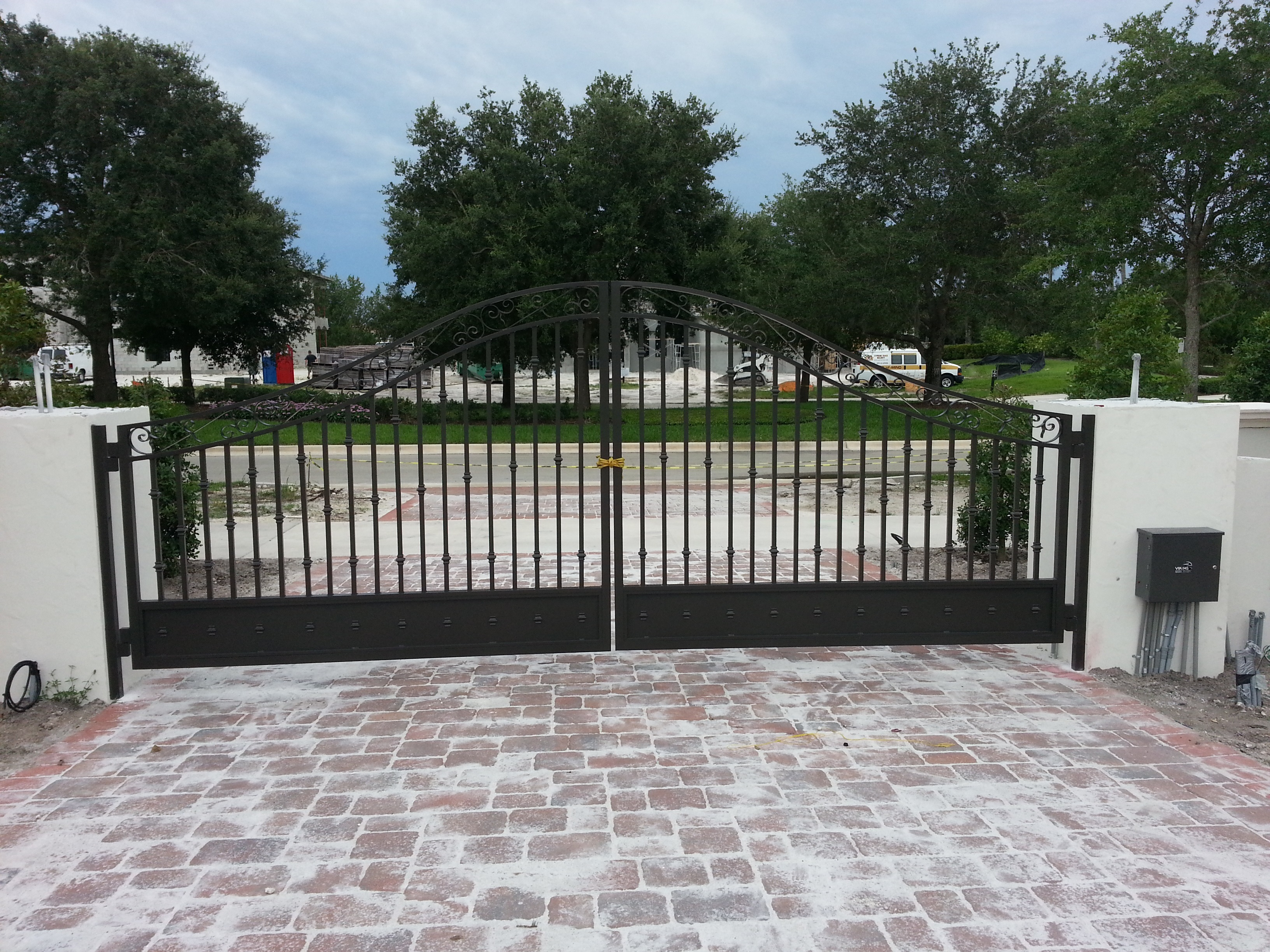 Driveway gates allied aluminum for Aluminum gates for driveways