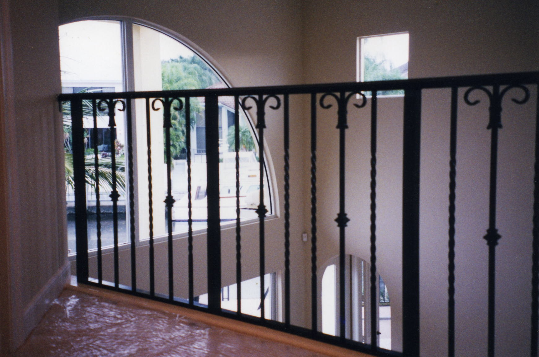 Interior balcony railings allied aluminum for Pic of balcony
